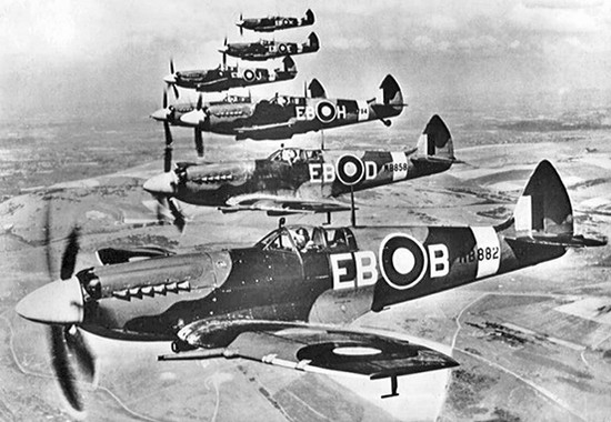 Supermarine_spitfire_f_mk_xiis_of_4